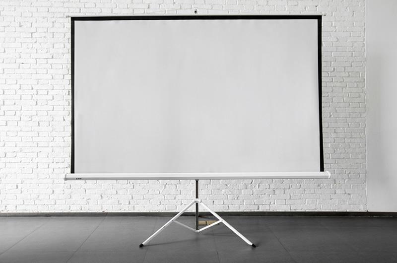 Tripod-Projector-Screen